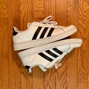 Classic Adidas men's size 9